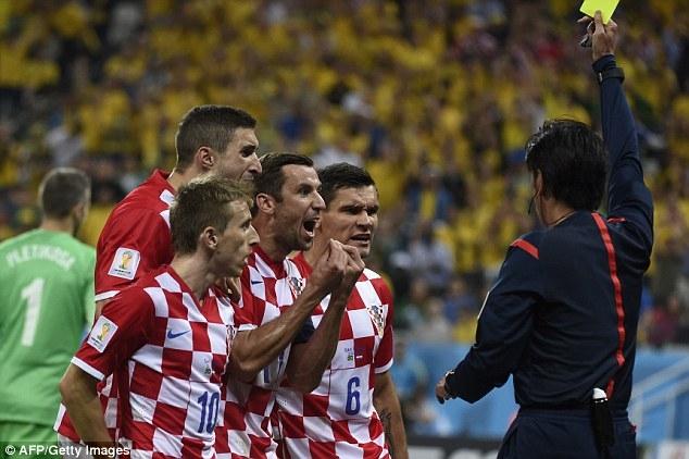 Các cầu thủ Croatia phản ứng dữ dội