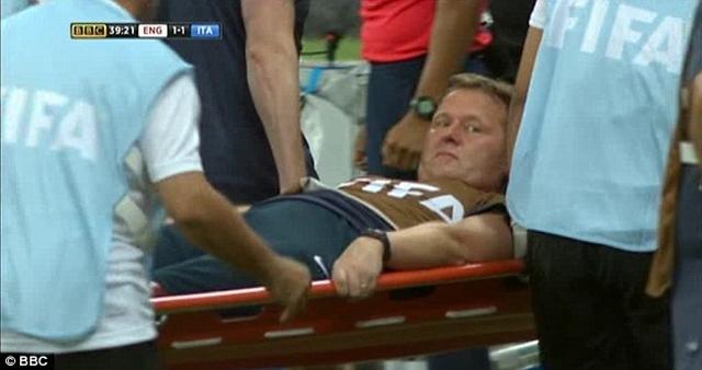 Gary Lewin trở thành bác sỹ trị liệu của đội tuyển Anh từ năm 1996 và gắn bó 22 năm tại Arsenal