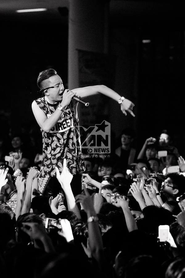Là người lên ý tưởng và tổ chức Young Music, Justa Tee luôn gặp phải rất nhiều áp lực, tuy nhiên khi đứng trên sân khấu, rõ ràng anh chỉ có âm nhạc và người hâm mộ mà thôi.