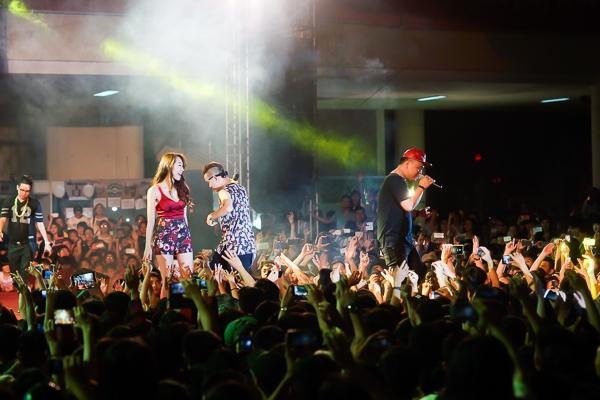 """Lady Killah biểu diễn lại tất cả những ca khúc làm nên sự thành công của nhóm như: """"Ngọn nến trước gió"""", """"Ngôi sao lẻ loi"""",..."""