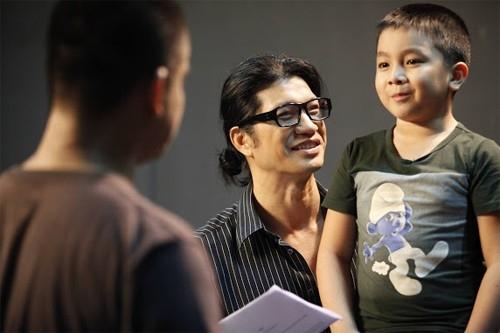 Bé Ben bên cạnh đạo diễn Dustin Nguyễn - Tin sao Viet - Tin tuc sao Viet - Scandal sao Viet - Tin tuc cua Sao - Tin cua Sao