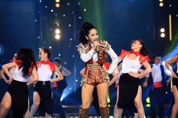 """""""I will survive"""" là ca khúc Disco mà Trang Nhung chọn để khép lại phần thi của 3 thí sinh. - Tin sao Viet - Tin tuc sao Viet - Scandal sao Viet - Tin tuc cua Sao - Tin cua Sao"""