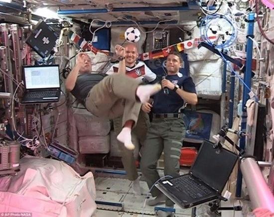 Những nhà du hành vũ trụ trên trạm ISS cũng sôi động cùng World Cup.