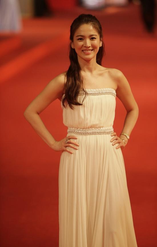 'Thánh nữ' Song Hye Kyo 'hạ thế' tại LHP Quốc Tế Thượng Hải