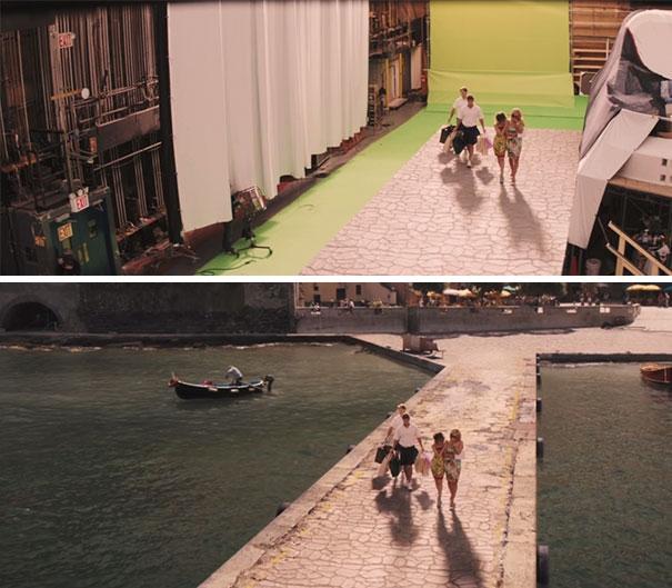 Đường đi với hai bên là biển trong phim... đầy những máy móc