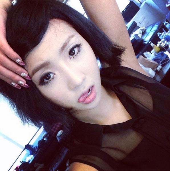 Minzy khoe hình thử tạo kiểu tóc mới với fan