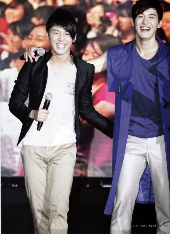 """Junsu (JYJ) và Zuno là cặp song sinh nổi tiếng của Kpop. Vốn dĩ em trai Junsu nổi tiếng hơn nên khi """"dấng thân"""" vào showbiz Hàn, Zuno được em trai hỗ trợ rất nhiều."""