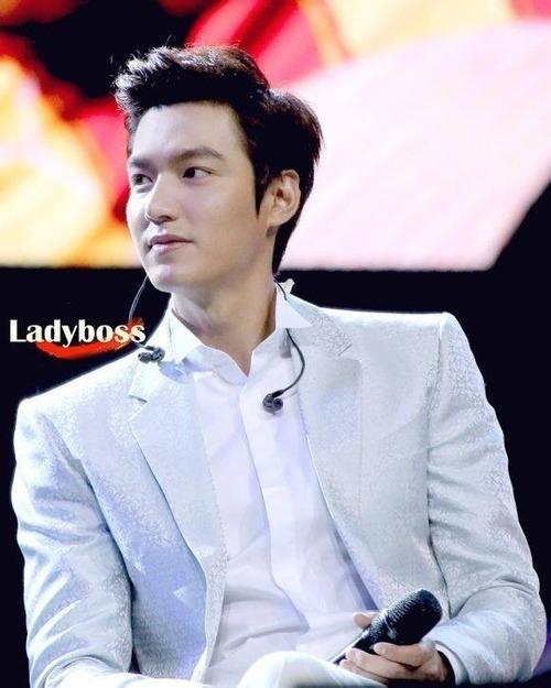 Một số hình ảnh của Lee Min Ho trong buổi họp mặt fan tại Bắc Kinh 15/6