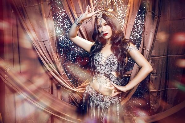 Ngay khi bước chân vào chương trình, Phương Vy đã được nhiều sự quan tâm của khán giả bởi trước đó cô đã đăng quang ngôi vị quán quân của Vietnam Idol mùa đầu tiên - Tin sao Viet - Tin tuc sao Viet - Scandal sao Viet - Tin tuc cua Sao - Tin cua Sao