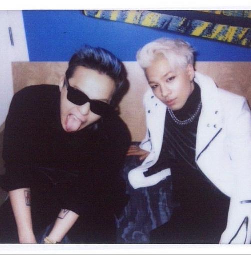"""G-Dragon """"nhá hàng"""" fan hình ảnh trong tập sách ảnh sẽ phát hành vào ngày mai"""