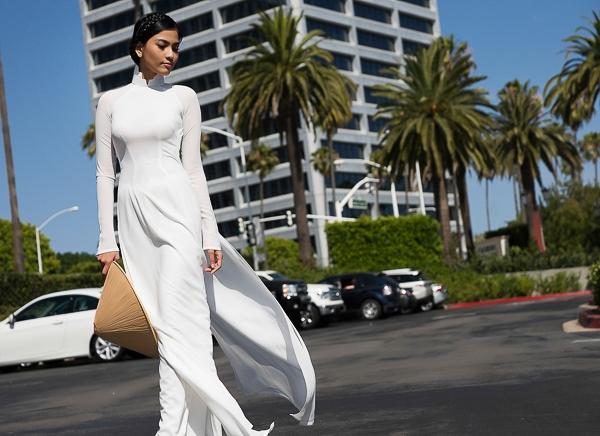 Trong những hoạt động bên lề cuộc thi Hoa hậu Hoàn vũ 2013 diễn ra tại Nga, Trương Thị May là đại diện được đánh giá nhiệt tình, cởi mở và thân thiện. - Tin sao Viet - Tin tuc sao Viet - Scandal sao Viet - Tin tuc cua Sao - Tin cua Sao