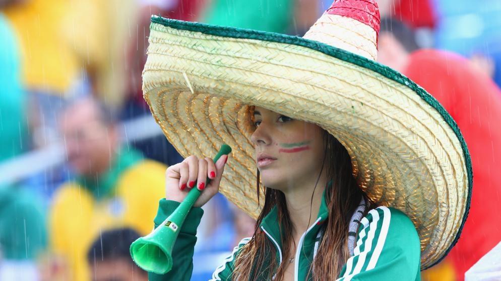 Chiếc nón rộng vành đặc trưng của CĐV Mexico
