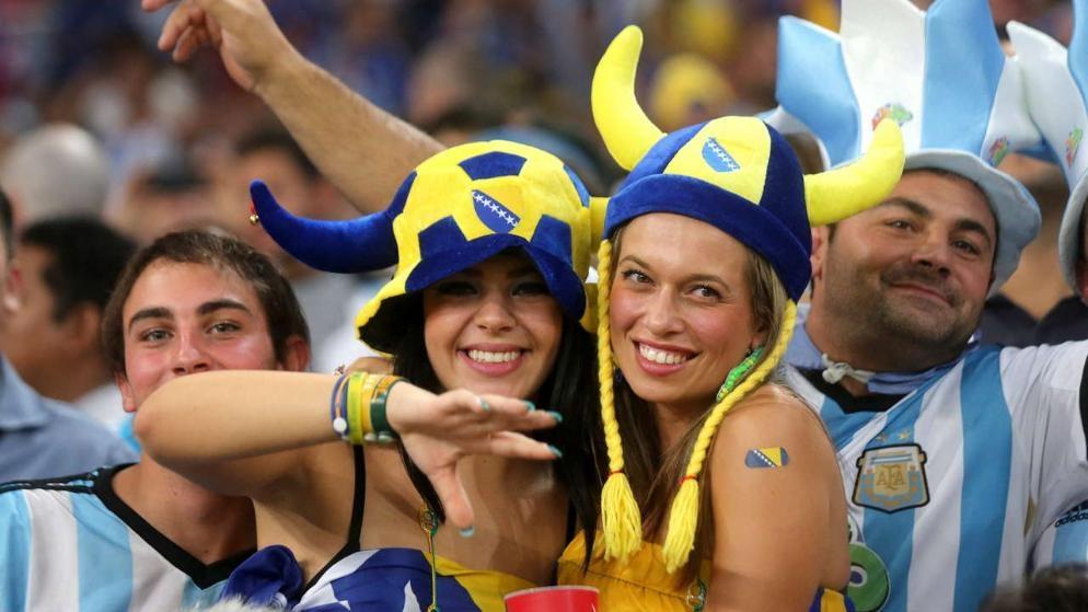 Sự phấn khích của CĐV Bosnia khi đội nhà lần đầu dự World Cup