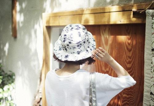 Họa tiết trên mũ cũng bắt nhịp với mùa hè