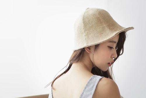 Chất liệu thô, kiểu dáng độc đáo làm nên một chiếc mũ đầy phong cách