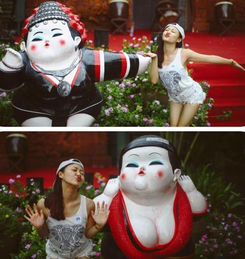 Nữ ca sĩ Văn Mai Hương đã tạm gác lại công việc của mình để cùng đi du lịch tại Thái Lan cùng gia đình. Tại đất nước Thái Lan xinh đẹp, Văn Mai Hương đã ghi lại những khoảnh khắc kỉ niệm cùng với bố mẹ và em trai.Cô nàng hết sức đáng yêu khi tạo dáng chụp ảnh giống với những bức tượng bên cạnh cô.