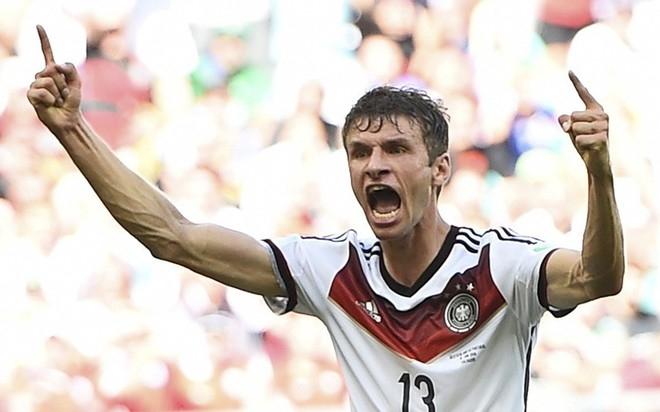 Thomas Muller với thói quen hét to và chỉ tay lên trời sau mỗi pha lập công. Tiền đạo này vừa có một hat-trick vào lưới Bồ Đào Nha trong chiến thắng 4-0 của tuyển Đức.