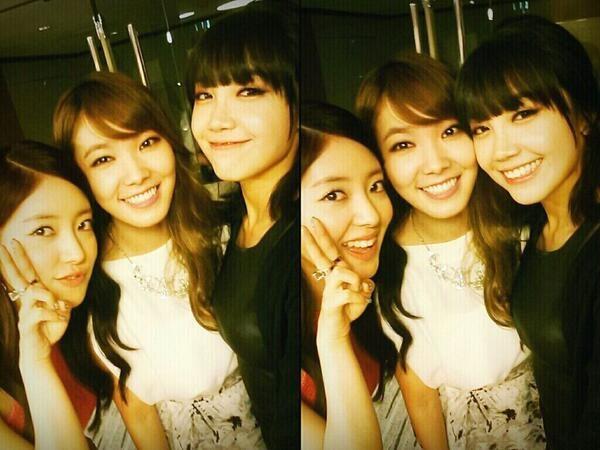"""Shin Bora khoe hình chụp cùng Eunji và Lee Se Young với nội dung: """"Những cô gái xinh đẹp Eunji và Seyoung. Cùng vui nhé"""""""