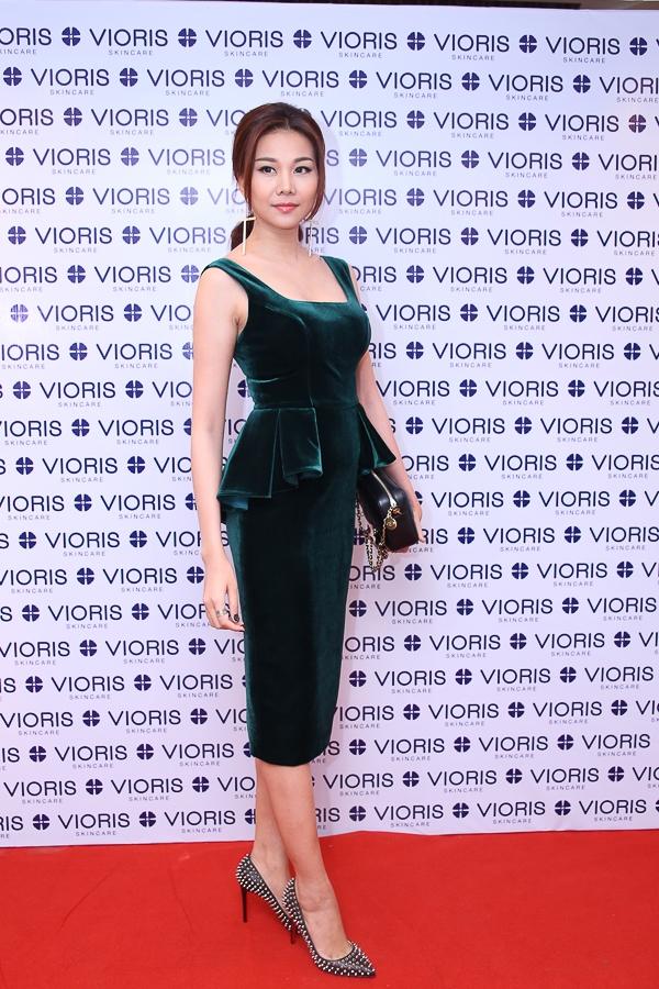 Thanh Hằng khoe đường cong với váy ôm bó sát - Tin sao Viet - Tin tuc sao Viet - Scandal sao Viet - Tin tuc cua Sao - Tin cua Sao