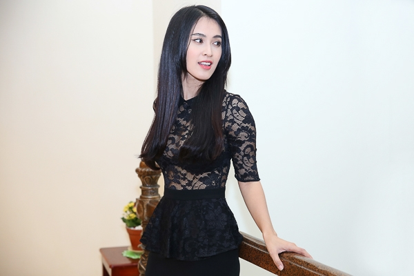 Cô cũng là một trong số ít nghệ sỹ trẻ không dính scandal nghề nghiệp, khán giả biết đến Tú Vi phần lớn qua các vai diễn cùng các sản phẩm âm nhạc của cô từng được giới thiệu trên thị trường thời gian trước đó. - Tin sao Viet - Tin tuc sao Viet - Scandal sao Viet - Tin tuc cua Sao - Tin cua Sao