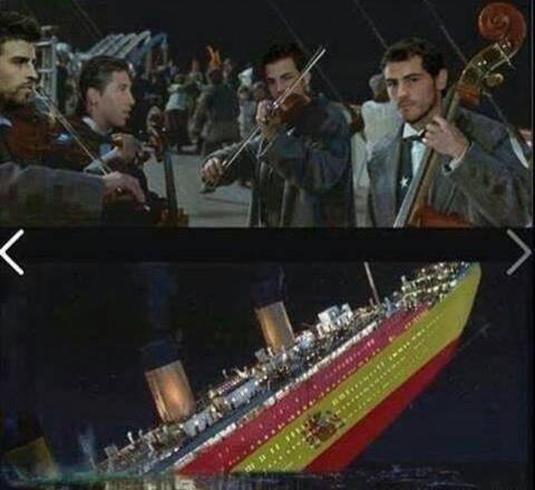 Dàn nhạc với những Casillas, Pique, Ramos và Fabregas chơi bản nhạc cuối