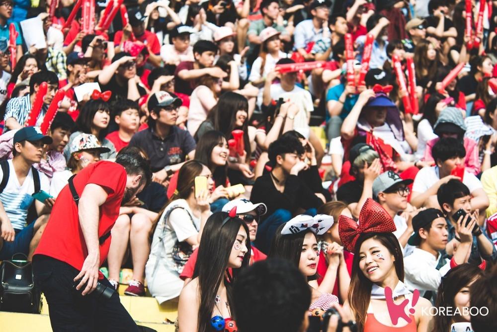 CĐV Hàn Quốc luôn rực rỡ và đậm chất Á đông
