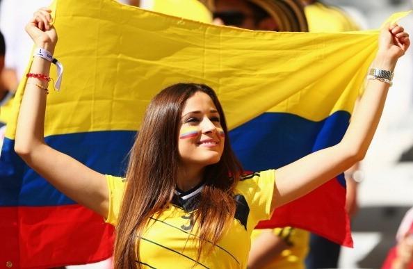 Dù không có số lượng áp đảo như cổ động viên chủ nhà Brazil nhưng những cô gái Colombia cũng khiến cả khán đài sục sôi.