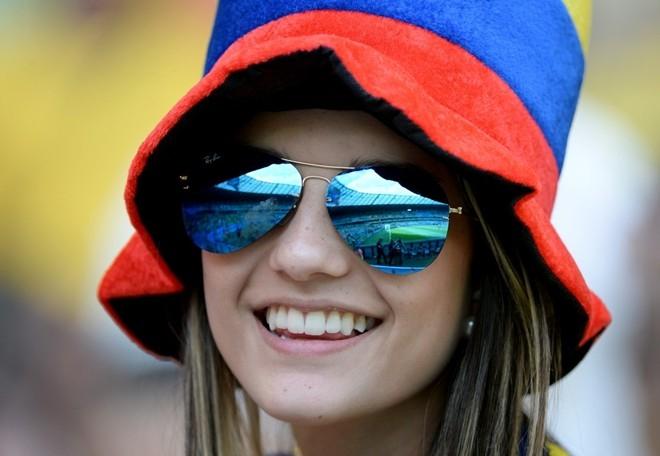 Nụ cười tỏa nắng của một thiếu nữ Colombia trong trận chiến trước Hy Lạp.