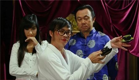 Hình ảnh hài hước của Hoài Linh trong phim Đại náo học đường. - Tin sao Viet - Tin tuc sao Viet - Scandal sao Viet - Tin tuc cua Sao - Tin cua Sao