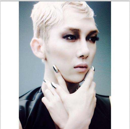 Jokwon bất ngờ đăng tải hình hóa trang thành phụ nữ gợi cảm