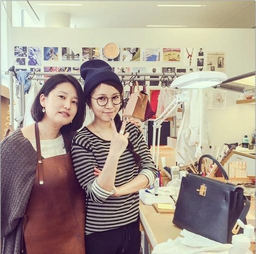 BoA khoe hình chụp cùng nhà thiết kế Hàn Quốc nổi tiếng của nhãn hàng Hermes
