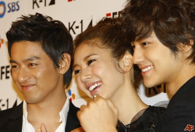 Son Dam Bi cười tươi như hoa bên 2 nam diễn vien điển trai Jo Jin Mo và Kim Bum