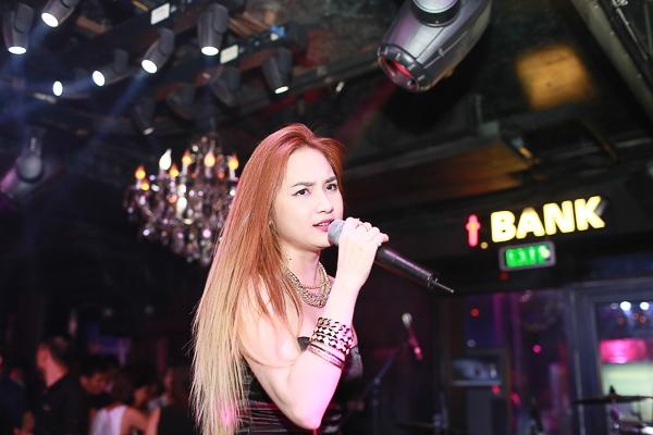 Yanbi cùng Andrea quậy hết mình với hotgirl Winny Quyên tại Hà Nội