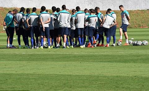 Các cầu thủ Bồ Đào Nha họp chiến thuật