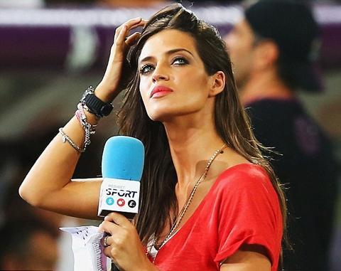 Sara Carbonero - 30 tuổi và đang là phóng viên đài Telecinco (Tây Ban Nha), đã có 1 con cùng thủ thành Casillas của Real Madrid.