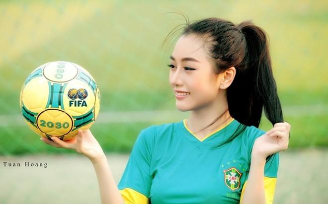 Sở hữu thân hình nhỏ nhắn, gương mặt xinh xắn, Quỳnh Nhi từng được yêu thích khi thực hiện nhiều bộ ảnh quảng cáo, quay MV ca nhạc. Ngoài ra, cô cũng mới đăng quang danh hiệu Miss bóng rổ. Ảnh: Tuấn Hoàng.