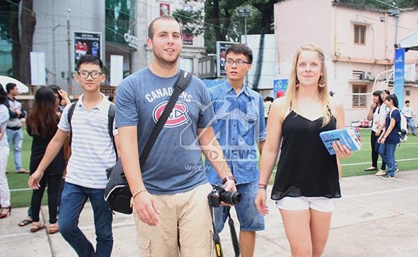 Chương trình còn thu hút sự chú ý của những du khách nước ngoài.