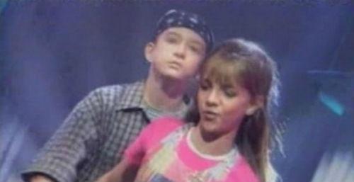 """Cặp tình nhân cũ Britney Spears và Justin Timberlake không bao giờ thu ân cùng nhau nhưng họ đã trình diễn cùng nhau ca khúc """"I'll Take You There"""" khi tham gia chương trình """"The Mickey Mouse Club"""" năm 1994. Lúc này cả hai còn là những đứa trẻ."""