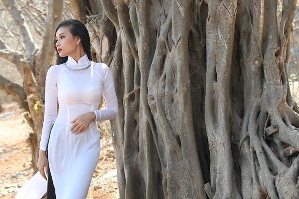 """Nhà Thơ Phong Việt """"kết duyên"""" cùng cựu hoa hậu Ly Sang"""