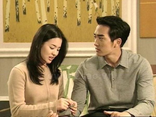 Joon Suh và Eun Suh lúc trưởng thành do Song Seung Hun và Song Hye Kyo thể hiện