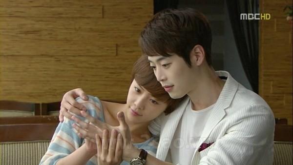 Cặp đôi Dong Joo và Woo Ri khi trưởng thành do Kim Jae Won và Hwang Jung Eum thể hiện.