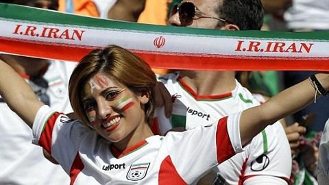 Nhiều anh chàng ngây ngất vì vẻ đẹp của CĐV Iran