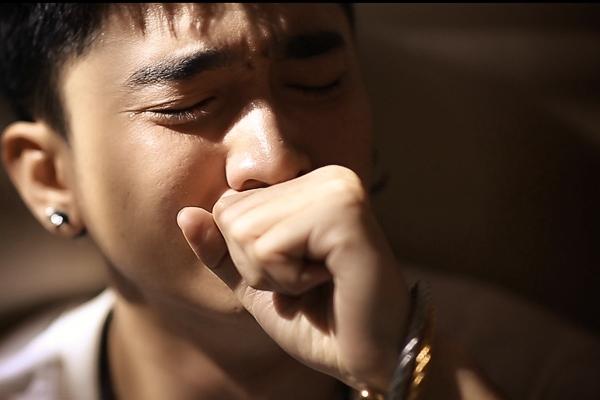 Chi Dân tự tử vì tình trong MV mới