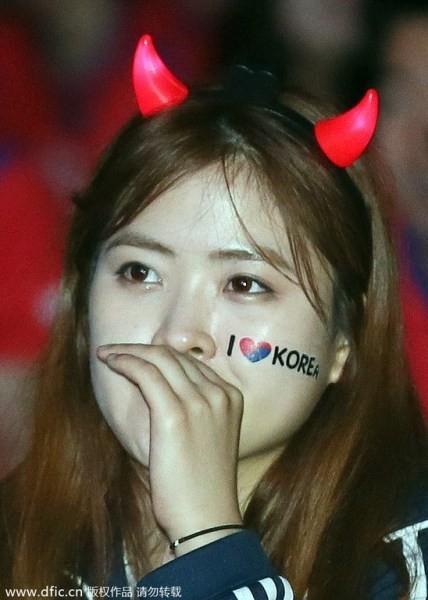 Nỗi buồn vương trên mi khóe mi fan Hàn Quốc.