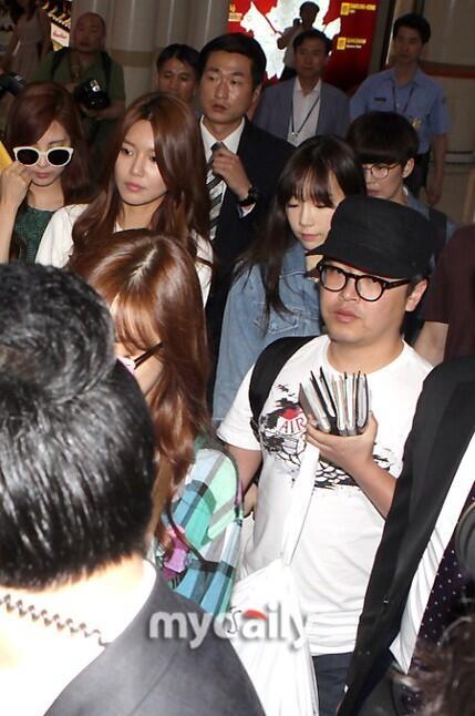Hậu scandal, SNSD căng thẳng quay về Hàn
