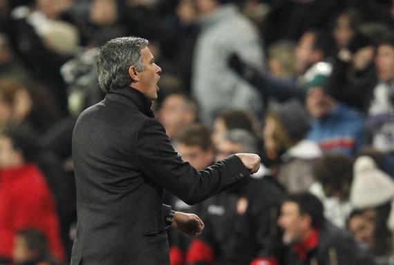 """Khi sang dẫn dắt Real Madrid, Mourinho tiếp tục đưa Việt Nam vào các phát biểu. Hôm 20/12/2010, quá tức giận trước việc trọng tài rút 1 thẻ đỏ và 8 thẻ vàng đối với Real trong trận gặp Sevilla, HLV người Bồ Đào Nha đã châm chọc: """"Đây là một trận đấu đáng quên. Trọng tài đã mắc 13 lỗi nghiêm trọng. Nếu là một khán giả, tôi sẽ không bao giờ bỏ tiền ra mua vé xem trận này. Tôi thà ở nhà bật truyền hình để xem một trận đấu nào đó tại Việt Nam"""" ."""