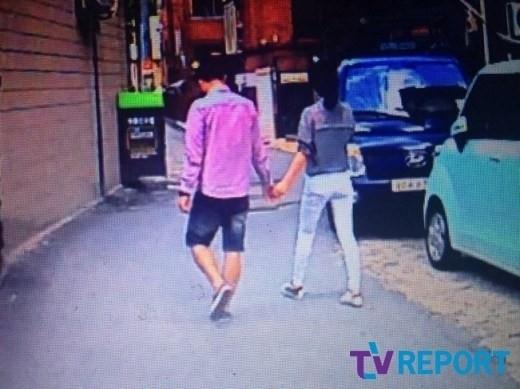 Những bức ảnh hẹn hò của Sulli và Choiza bị bắt gặp vào tháng 9/2013