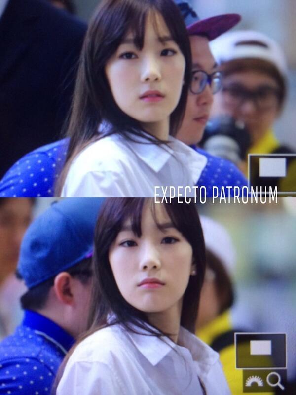 Vẻ mệt mỏi lộ rõ trên khuôn mặt của Taeyeon và trưởng nhóm không ngừng né tránh ống kính của giới truyền thông