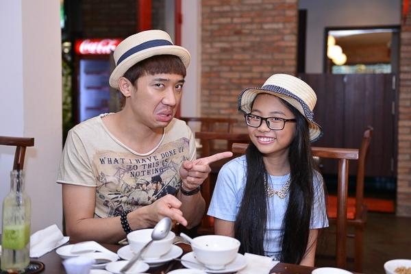 Chủ nhà hàng này cũng không quá xa lạ trong giới showbiz, đó là hoa hậu Thu Hoài cũng là một người bạn rất thân thiết của Trấn Thành.