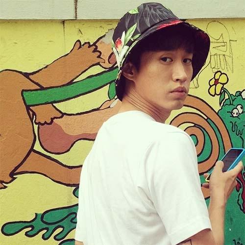 """Rapper Tablo khoe hình với gương mặt """"ngố tàu"""""""